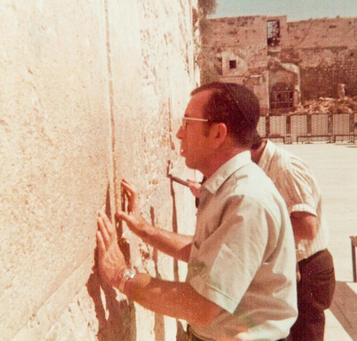 """Rabbi Zvi Aryeh Rosenfeld z""""l davening in the Kotel"""